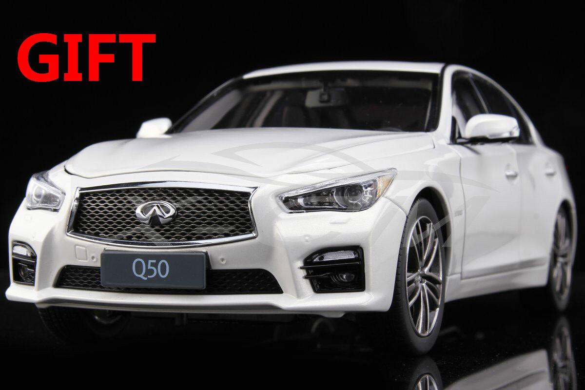 Car Model Infiniti Q50 1:18  bianca  + SMALL GIFT