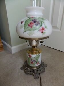 Vintage-Gone-With-The-Wind-Lamp-Milk-Glass-17-034-High-Hand-Painted-Shade-amp-Base