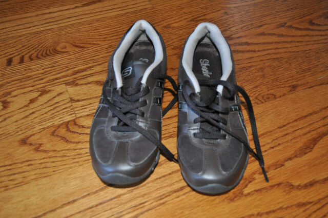 NWOB!! Womens SKECHERS Brown Leather Tennis Shoes Size 6 M!!
