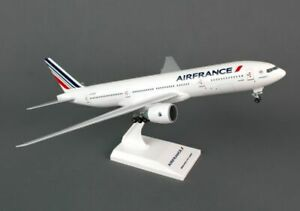 SKYMARKS-SKR653-AIR-FRANCE-AIRLINE-777-300ER-1-200-SCALE-PLASTIC-SNAPFIT-MODEL