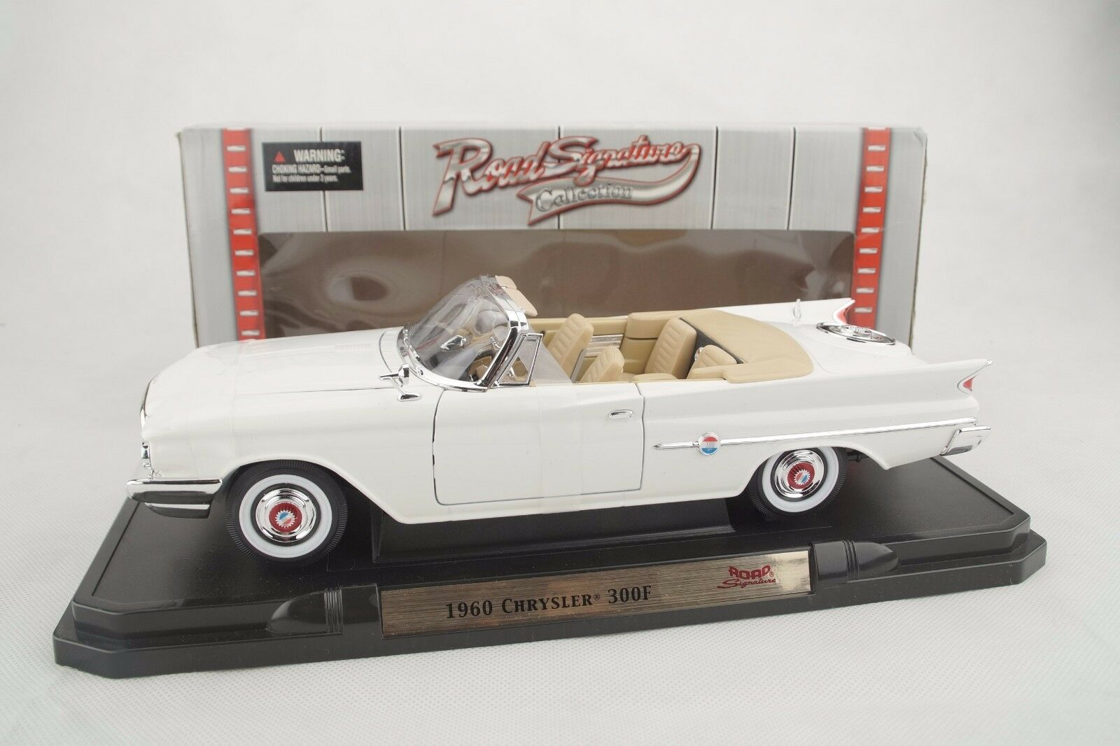 1 18 Road Signature - 1960 Chrysler 300f blancoo blancoo - Rareza - Neu Ovp