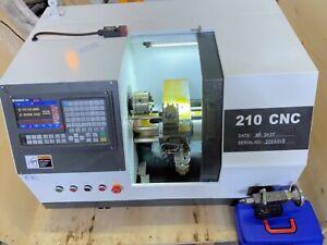CNC-Drehmaschine-Neue-Ausfuehrung-Servo-Motoren-Handrad-Kuehlmittel-USB