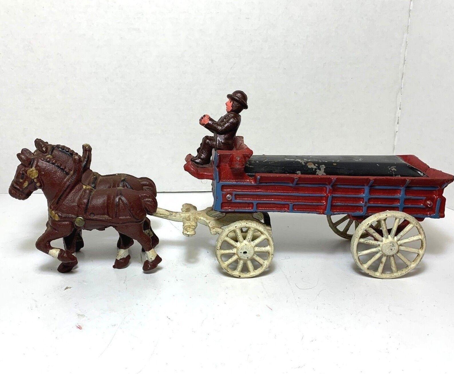 Hierro fundido con dos caballos dibujado Cochero Vagón