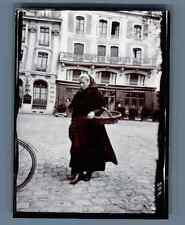 France, Saint Malo, Une femme avec un panier  Vintage silver print.  Tirage ar