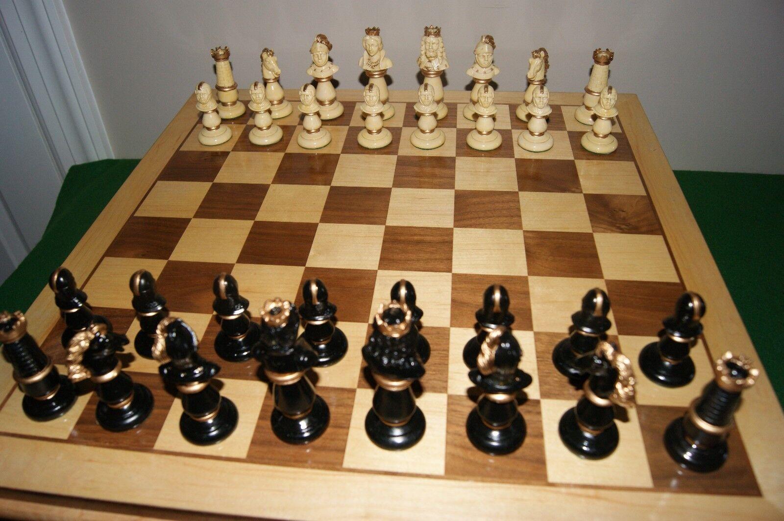 Vintage cifral chess set with scatola tavola,