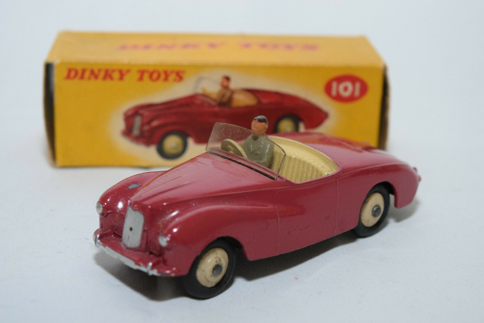 P Dinky Toys 101  Sunbeam Alpine Sports voiture Cerise VN MINT BOXED RARE RARE  authentique en ligne