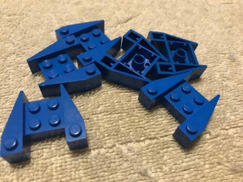 ASSORTMENTS OF VINTAGE LEGO PAT PENDING BRICKS PLATES AND VEHICLE PARTS