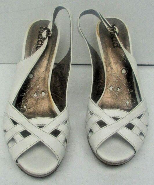 New Mudd Passie White Smooth Size 6 Womens USA Medium Heels