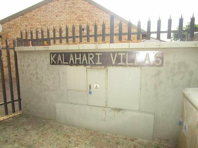 2 Bedroom with 1 Bathroom Cluster For Sale in Roodia Free State