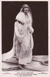 R1008-Royalty-Duchess-of-York-in-her-wedding-dress-photocard