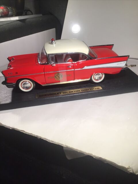Road Legends 1/18 1957 Chevrolet Bel Air Fire Chief Red
