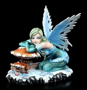 Winter Elfen Figur - Salina mit Pilz - Fantasy Herbstelfe Fee Deko Skulptur