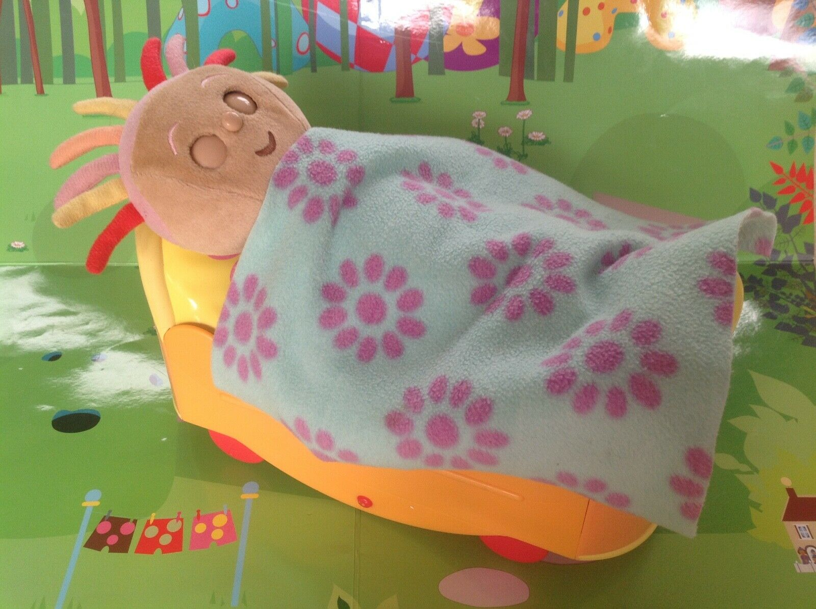 In The Night Garden Upsy Daisy Musical Moving Bed Playset - Sounds Moves - Rare
