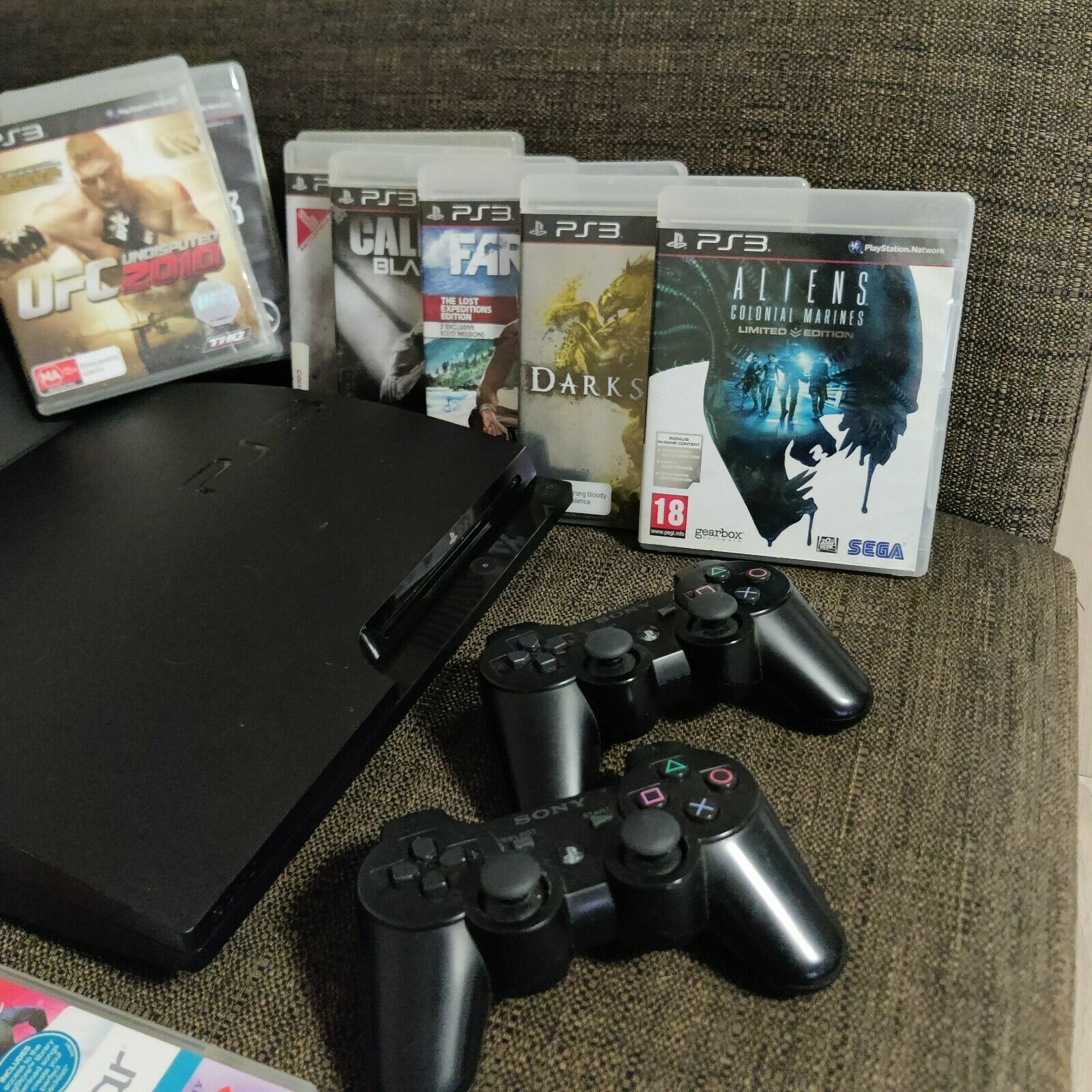 PS3 slim + original HORI V3 Stick, Controllers, games, udraw tablet, microphone
