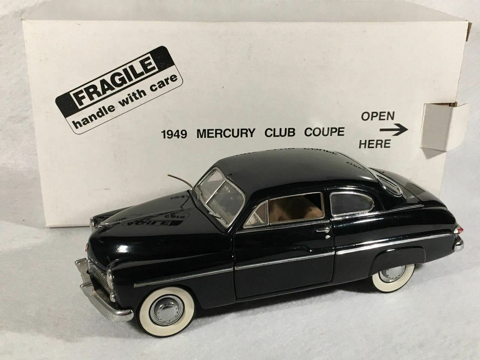Danbury Comme neuf 1 24 Diecast voiture 1949 Mercury Club Coupe
