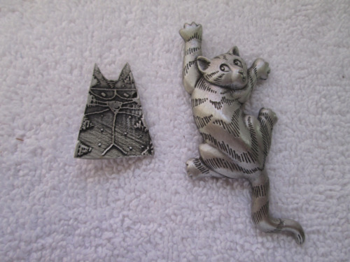JJ 1988 cat pin, Alley Tales cat pin
