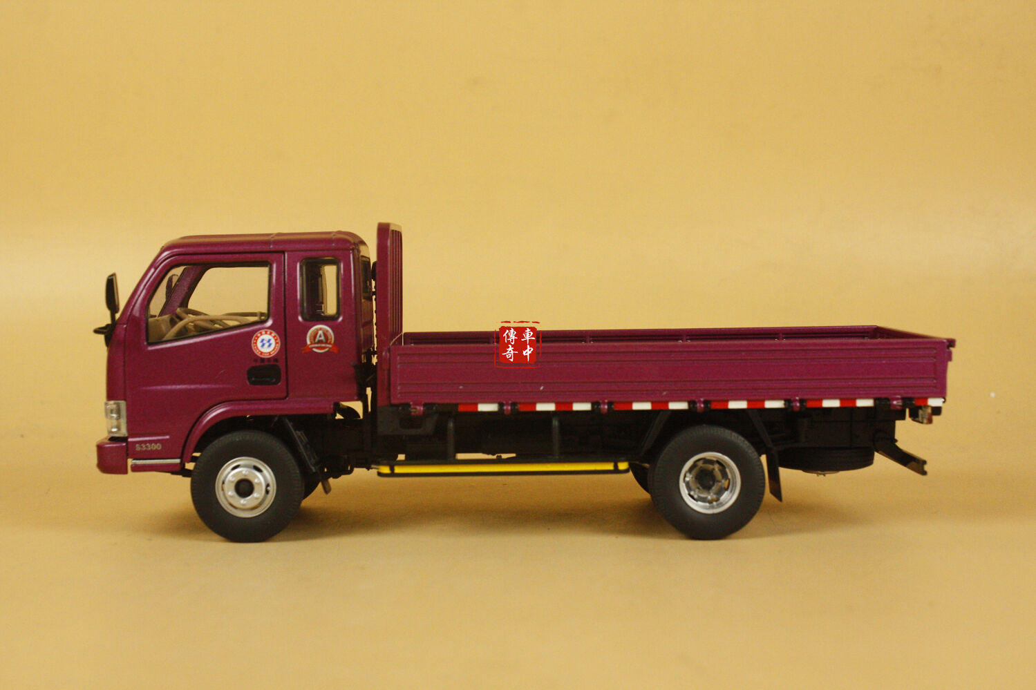 1 24 Dongfeng DFAC truck lila Farbe