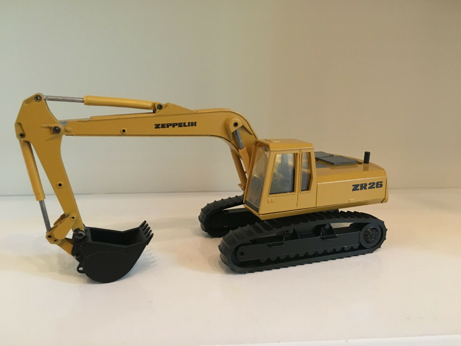 Zeppelin ZR 26 Chain Excavator by Conrad 2814 in 1 50