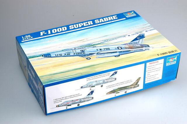 Trumpeter 02232 1/32 STATICO aereo F-100D SUPER SABRE Modellino Aerei Aereo fai da te