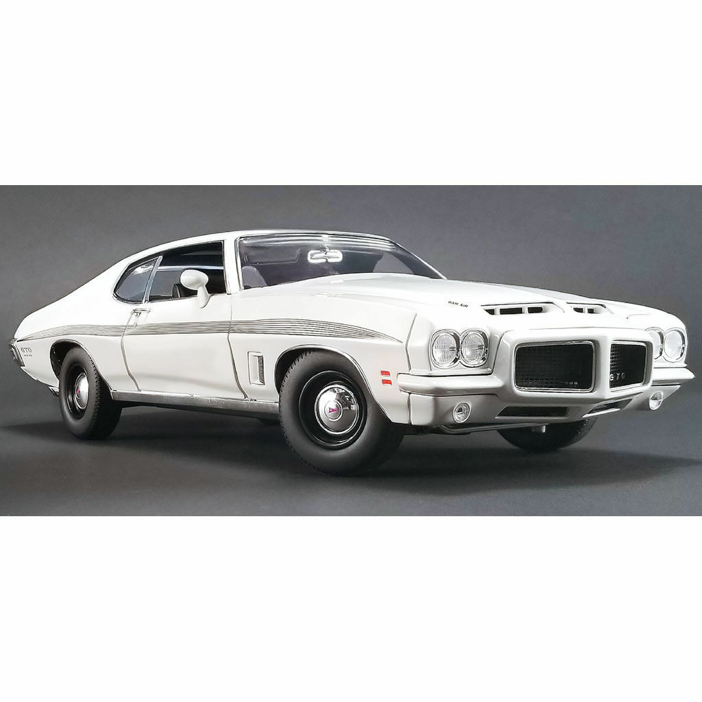 ACME 1972 PONTIAC LEMANS GTO WHITE W  STRIPES 1 18New Item