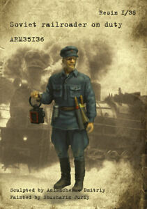 1-35-Scale-Armor35-Soviet-railroader-on-duty