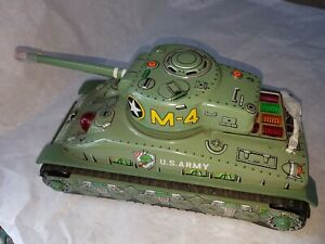 Tin-Toy-1950-039-s-battery-operated-SHERMAN-TANK-Japan-Missing-2-guns-in-the-front