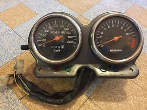 Suzuki 500 GSE GS compteur compte-tours speedometer tachymètre 6409 KM Apre 2002 - France - État : Occasion: Objet ayant été utilisé. objet présentant quelques marques d'usure superficielle, entirement opérationnel et fonctionnant correctement. Il peut s'agir d'un modle de démonstration ou d'un objet utilisé ayant été retourn