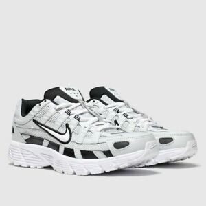 Nike-P-6000-Grigio-BLACK-amp-WHITE-MEN-039-S-TRAINER-LIMITED-STOCK-E-Dimensioni