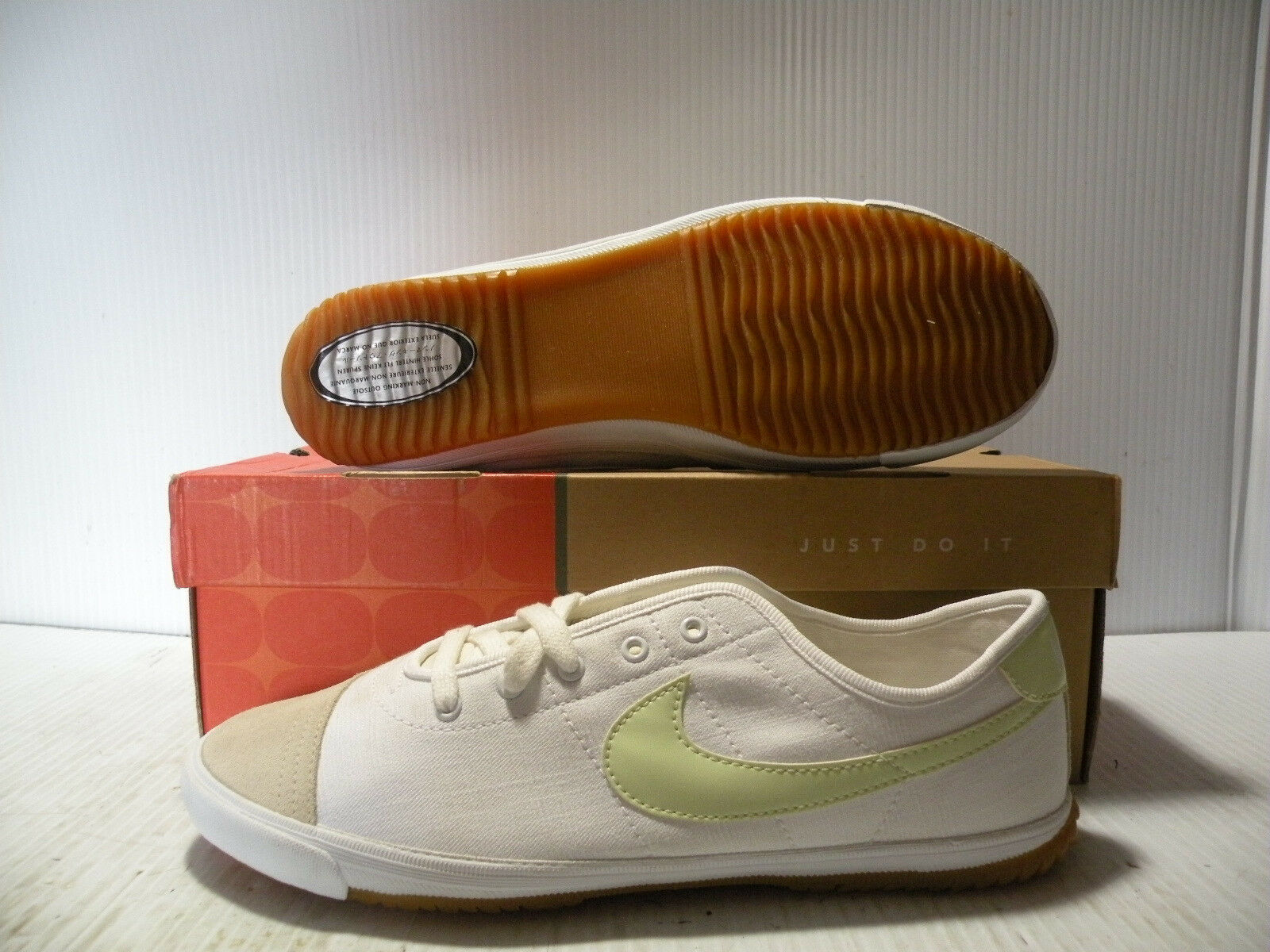 NIKE VOLLEY LOW SNEAKERS WOMEN SHOES WHITE/GREEN 310267-131 SIZE 9.5 NEW