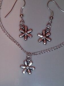 Daisy necklace 18 inch and matching hook earrings set - <span itemprop='availableAtOrFrom'>Stoke-on-Trent, United Kingdom</span> - Daisy necklace 18 inch and matching hook earrings set - Stoke-on-Trent, United Kingdom