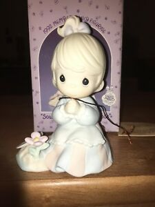 Sewing-The-Seeds-Of-Love-1992-Precious-Moments-Porcelain-Figurine-PM922-MIB