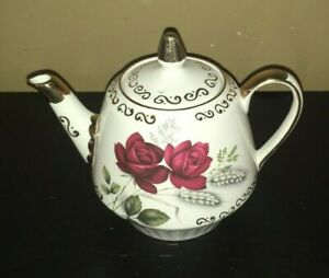 Deep-Red-Rose-Teapot-with-Gold-Trim-England