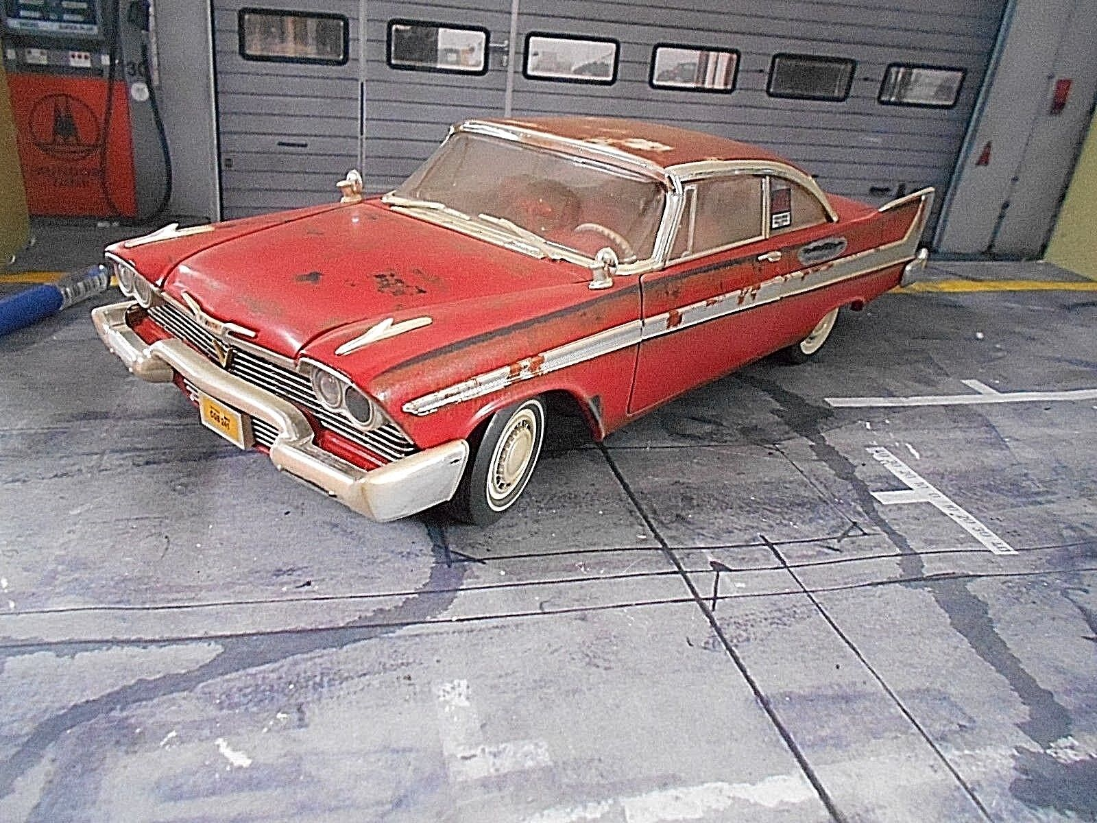 Plymouth Fury 1958 TV Movie Cinema Film auto Christine Dirty + luce ERTL 1:18