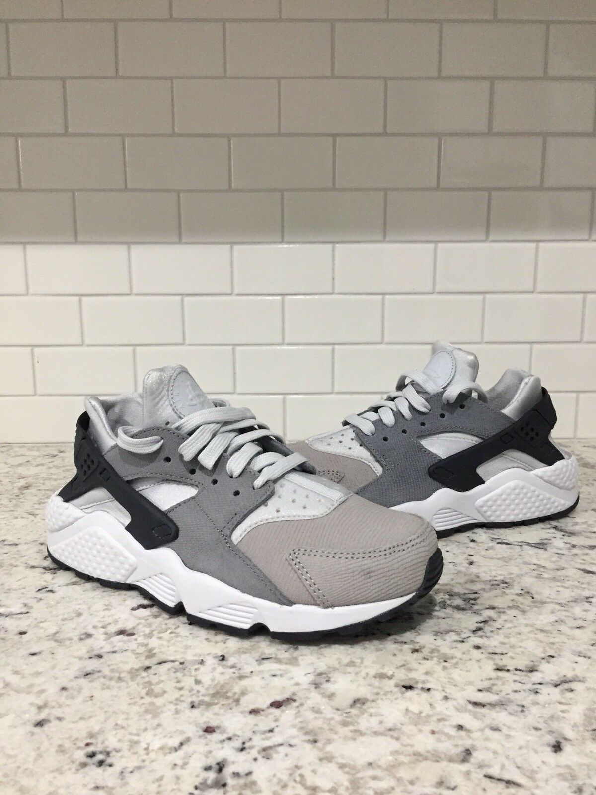 NIKE AIR HUARACHE RUN PRM PREMIUM PURE PLATINUM-GREY SZ 7 [683818-009]