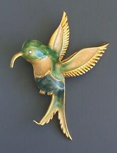 Vintage-hummingbird-brooch-in-enamel-on-gold-tone-metal-with-crystals