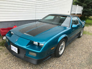 RS Camaro V8 With 5 Speed