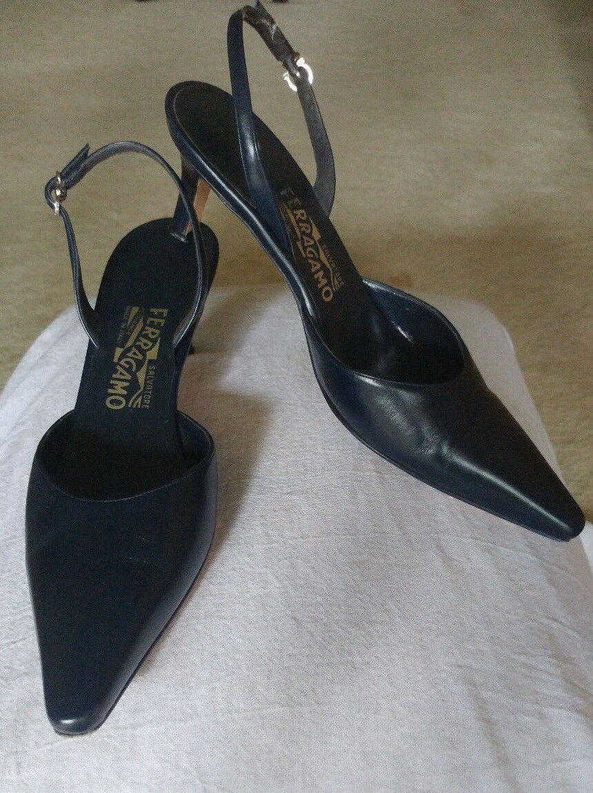 Salvatore Ferragamo Navy Leather Pointed Toe Slingback Pumps 2.5 2.5 2.5 inch Size 7.5 B 15920f