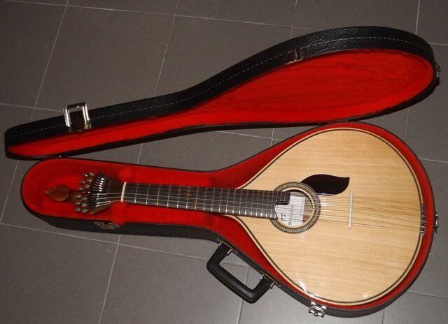 Portuguese fado guitar Coimbra style    Guitarra portuguesa estilo Coimbra