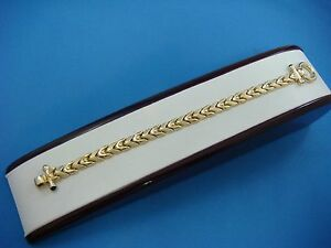 !14K YELLOW GOLD LADIES BRACELET WITH TOGGLE LOCK 14.9 GRAMS, 7 INCH LONG
