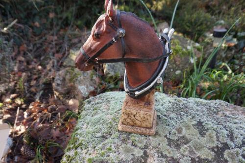 NA0393    FIGURINE  STATUETTE  TETE DE  CHEVAL  AVEC  HARNAIS  ANIMAL  27 cm