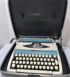 vintage smith corona portable typewriter Maunal Turquoise Corsair 700 With Case