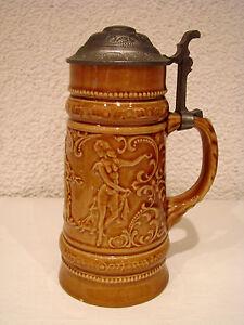 Bierkrug-antik-Deckelkrug-Zinndeckel-gemarkt-Motiv-Musiker-mit-Taenzerin