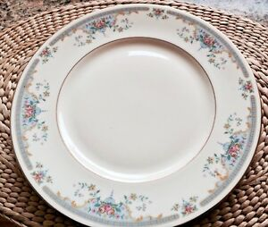 Royal Doulton The Romance Collection 'Juliet' Dinner Plates