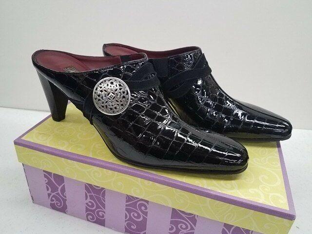 migliori prezzi e stili più freschi Brighton Romeo Romeo Romeo nero Patent Leather Croc Embossed Medallion Mule Heels 8.5N NIB  prezzi all'ingrosso