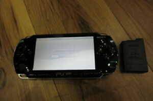 Sony-PSP-1000-Console-Piano-Black-w-battery-pack-Japan-m541