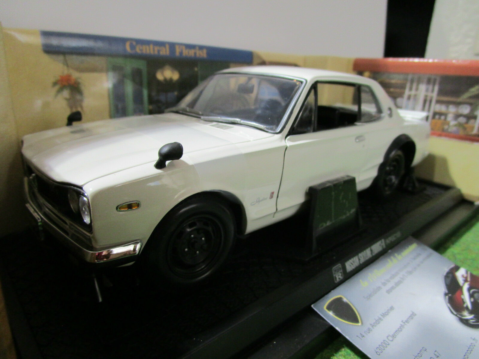 NISSAN  SKYLINE 2000 GT-R KPGC10 1 18 KYOSHO 08121W voiture miniature collection