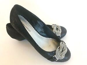 Laura-Ashley-Wineberry-Low-Wedge-Pumps-Black-Silver-Chain-Embellished-Women-6M