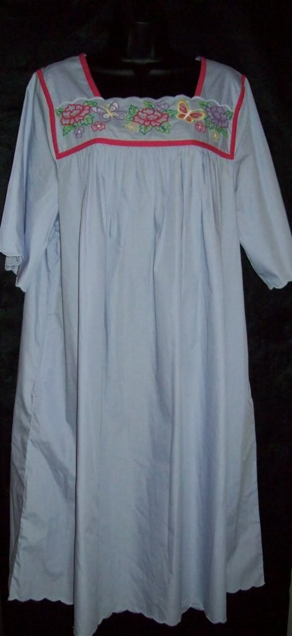 NWT GO SOFTLY PATIO DRESS MUU CAFTAN DUSTER POPLIN WRINKLE RESIST EMB LAV S L