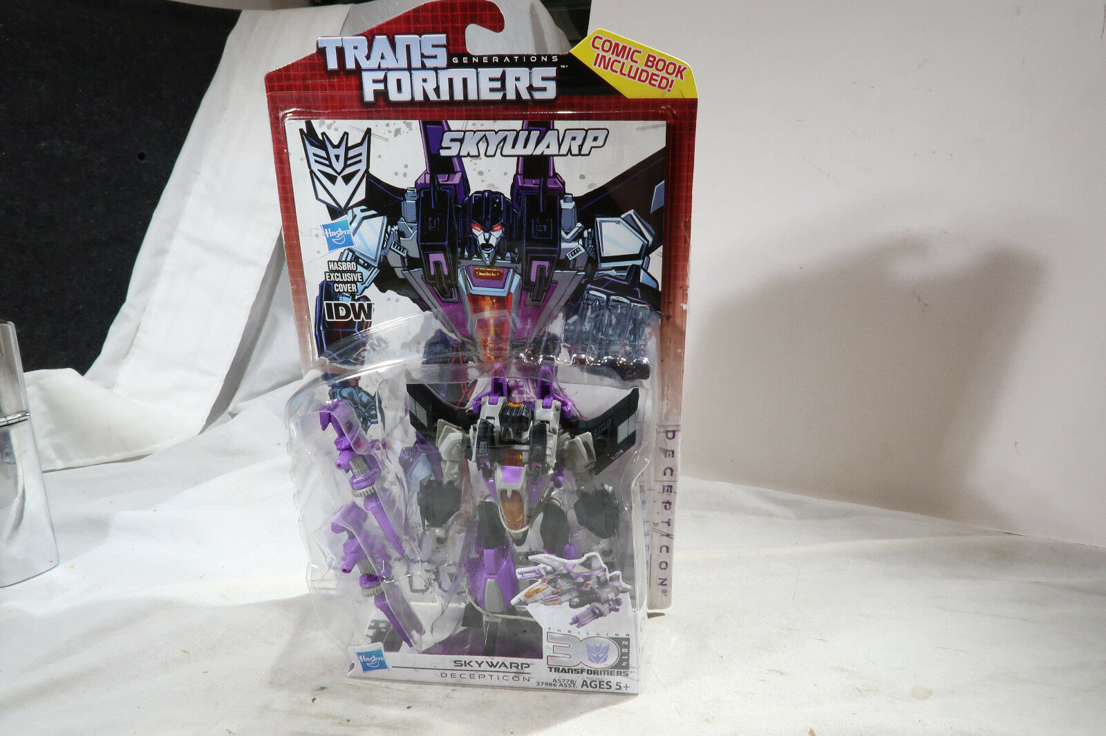 Transformers Carded UNOPENED Generations Skywarp