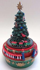 s e spieluhr spieldose weihnachtsbaum mit fahrender. Black Bedroom Furniture Sets. Home Design Ideas